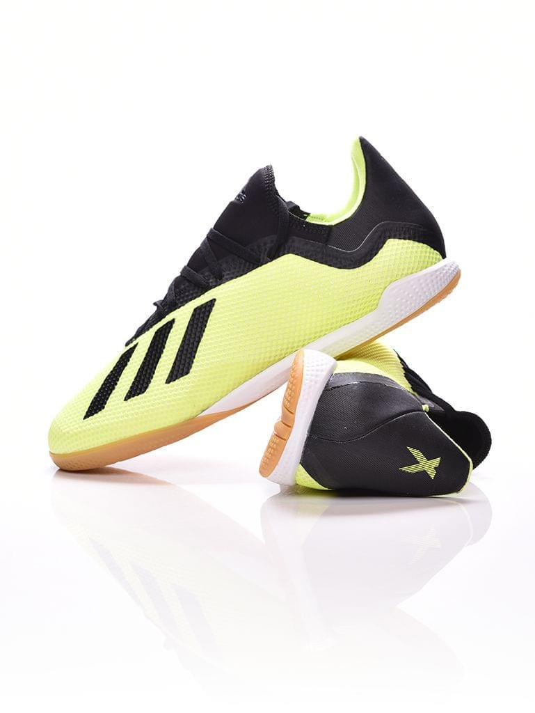 Brandwebshop Óriás termékek férfi foci cipő terembe 7561a969fe